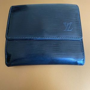 Auth Louis Vuitton black epi leather wallet